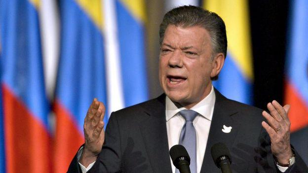 Juan Manuel Santos dando un discurso