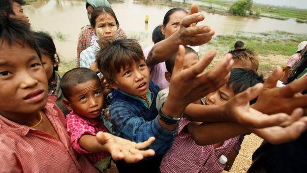 Голодающие дети в Бирме