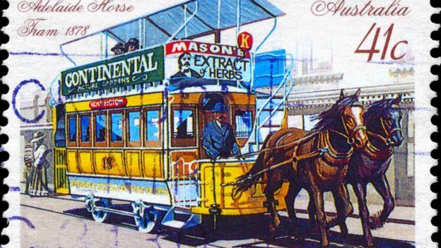 Un autobús... a caballo.