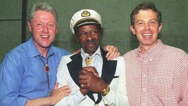 En 1997, con el expresidente estadounidense Bill Clinton y el ex primer ministro brit[anico Tony Blair.