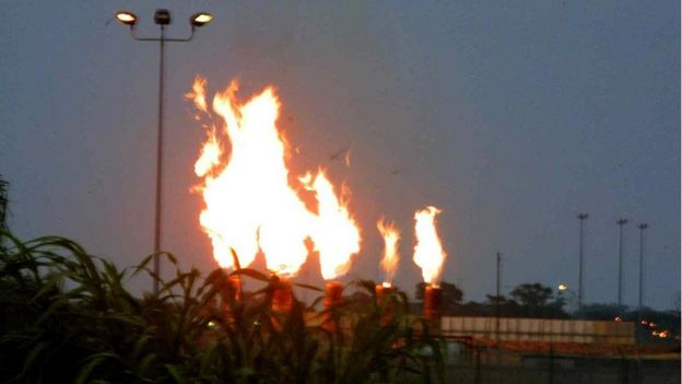 A view of the gas flames at Mobil oil terminal 30 May 2002, at Ibeno, southern Nigeria.