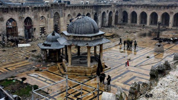 الصراع في سوريا: بقايا المسجد الكبير في حلب