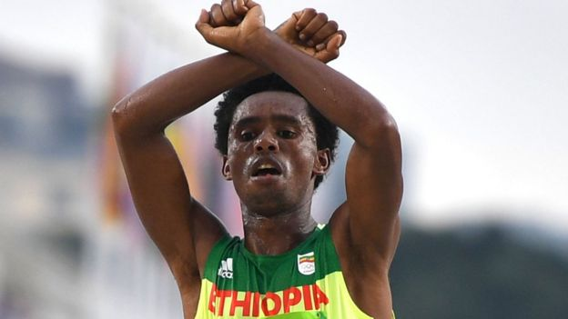 Ethiopian runner Feyisa Lilesa making a Oromo protest gesture at the Olympics
