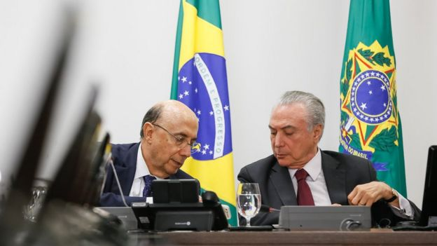 O Ministro da Fazenda, Henrique Meirelles, e Temer; em seis meses, indicadores econômicos têm sido erráticos
