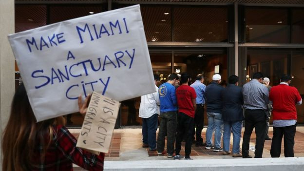 Protesta en Miami por la nueva política contra los indocumentados