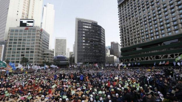 Güney Kore: On binler Hükümet Karşıtı Protestolara Katıldı
