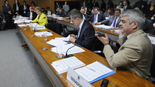 Supremo Tribunal Federal julga uma ação da Associação Médica Brasileira (AMB) que questiona a lei que libera o porte, o uso, a distribuição e a fabricação da substância