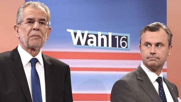 Los candidatos presidenciales Alexander Van der Bellen (izquierda) y Norbert Hofer (derecha) durante un debate televisivo.
