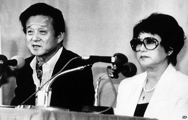 在香港被綁架的韓國導演申相玉及其妻崔銀姬。