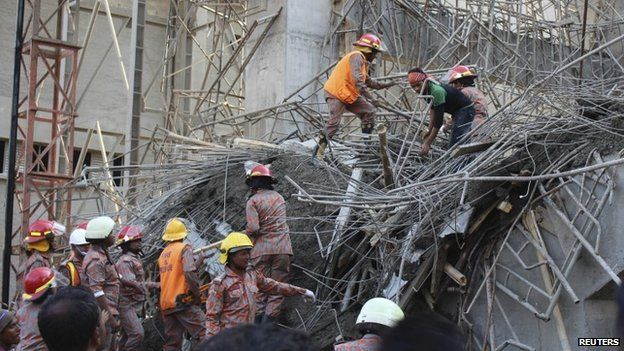 Workers comb through wreckage of building in Mongla - March 12, 2015