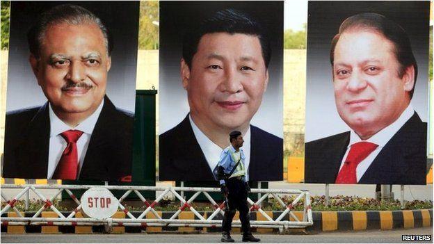 En la calle, afiches gigantes con las caras de los presidentes de Pakistán y China, Mamnoon Hussain y Xi Jinping respectivamente, así como el primer ministro paquistaní Nawaz Sharif.
