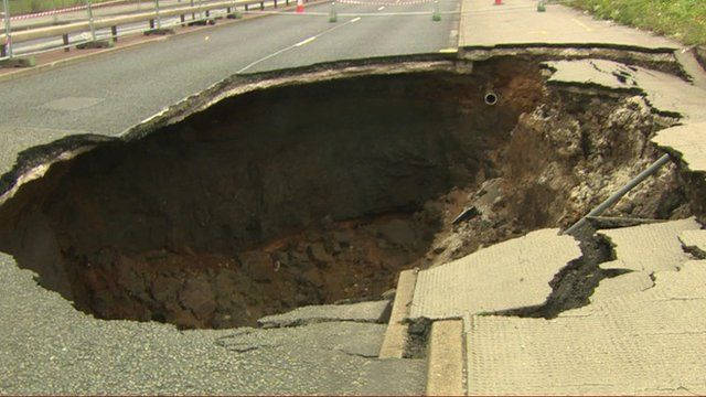 Manchester sinkhole causes weeks of delays for drivers ...