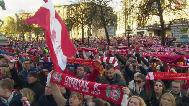VIDEO: Thousands sing You'll Never Walk Alone...