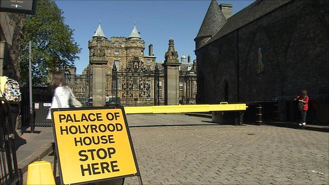 Stop sign at the gates of the Palace of Holyrood House