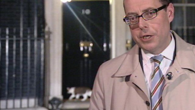 Larry the cat (L) and the BBC's Nick Robinson (R) in Downing Street