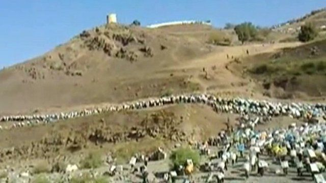 Hundreds of young Kurds on the way to the Iranian border
