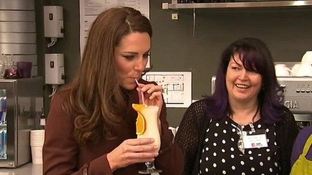 Kate tries non-alcoholic cocktail in Liverpool