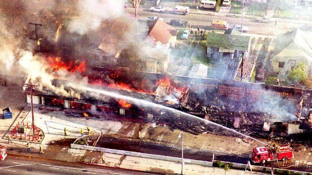 Mall burns in Los Angeles