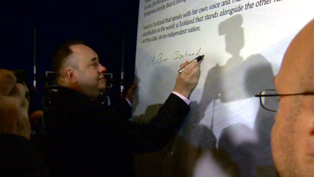 First Minister Alex Salmond signs the declaration supporting Scottish independence