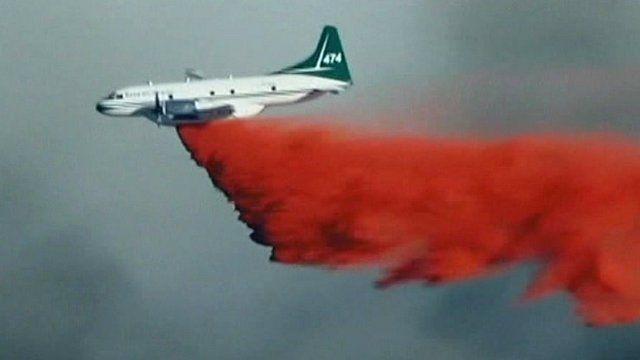 Plane dropping flame-retardant powder