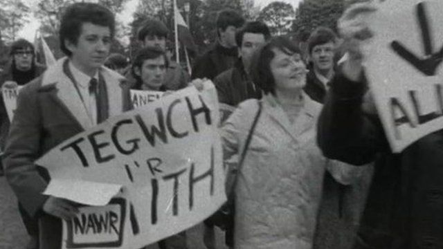 Archive image of Welsh language protesters