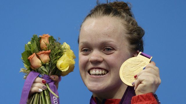 Ellie Simmonds with her gold medal for the women's 400m freestyle S6 in at the 2012 Paralympics games