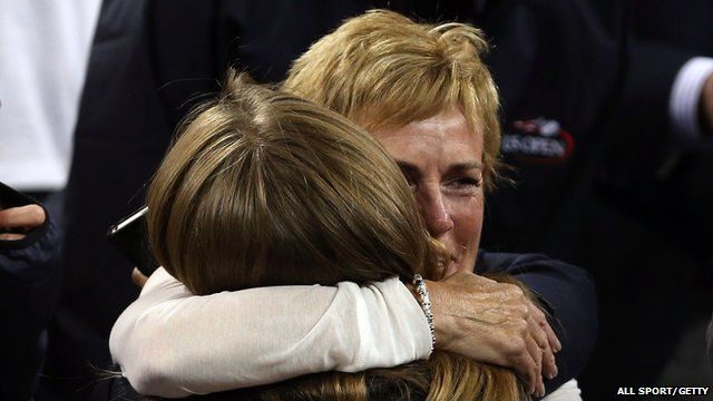 Judy Murray hugs Kim Sears after Andy Murray's win in the US Open