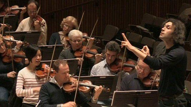 Vladimir Jurowski at orchestra rehearsal
