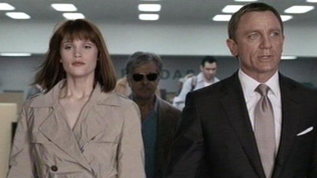 Gemma Arterton and Daniel Craig in Quantum of Solace