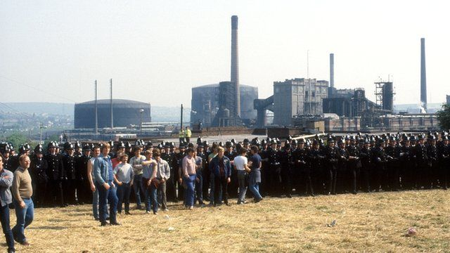 Picketing miners and police at Orgreave in 1984