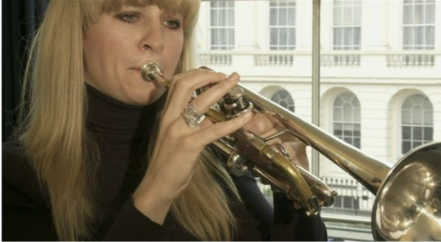 Alison Balsom playing the trumpet