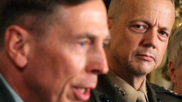 John Allen (r) and David Petraeus (l)