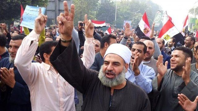 Supporters of President Mohammed Morsi in Cairo 1 Dec 2012