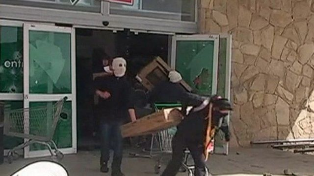 Looters in Bariloche