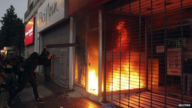 Shop on fire in Santiago