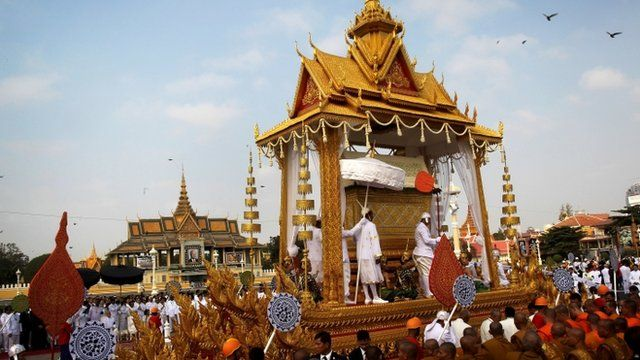 The coffin carrying the late former King Norodom Sihanouk in a funeral procession