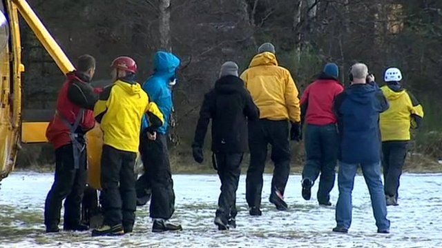 Rescued walkers leave helicopter