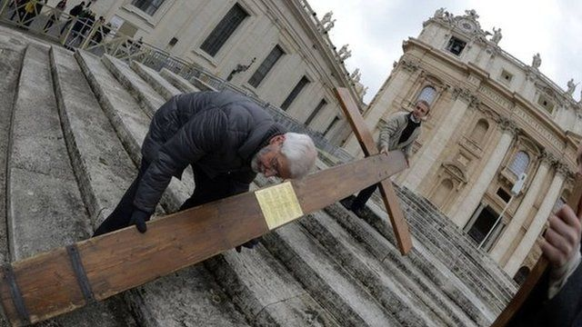 Large cross delivered to Vatican