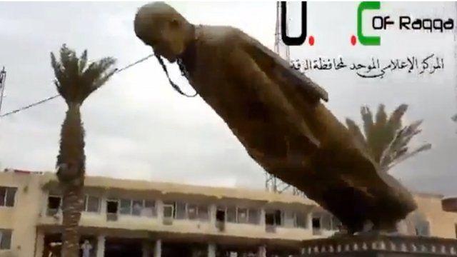 Statue of former Syrian President Hafez Assad