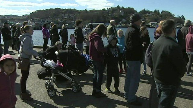 Crowds at Oban Bay