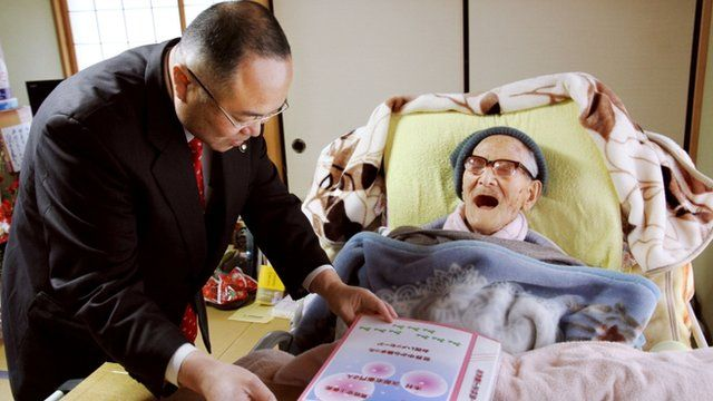 Jiroemon Kimura is presented with a binder full of birthday messages