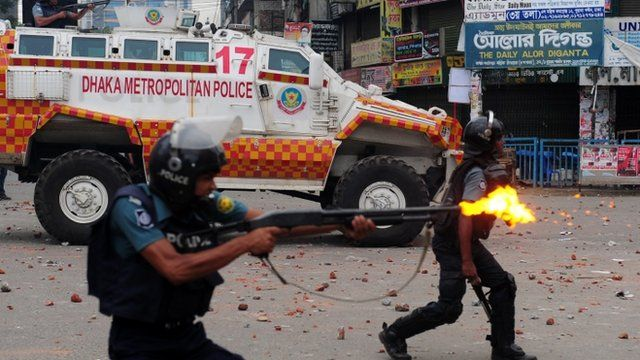 Bangladeshi police fire rubber bullets towards demonstrators