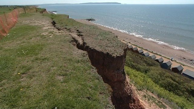 The crack at the cliff in Barton-on-Sea