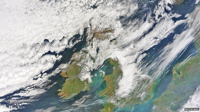 The ash cloud moving south-east from Iceland towards the UK, 15/04/2010