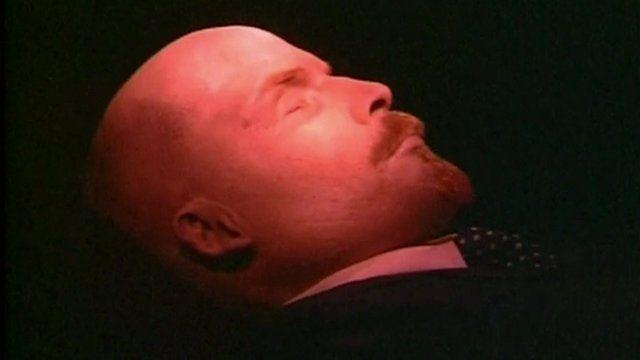 Lenin's tomb reopens t...