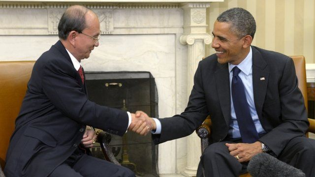 Thein Sein shakes hands with Barack Obama