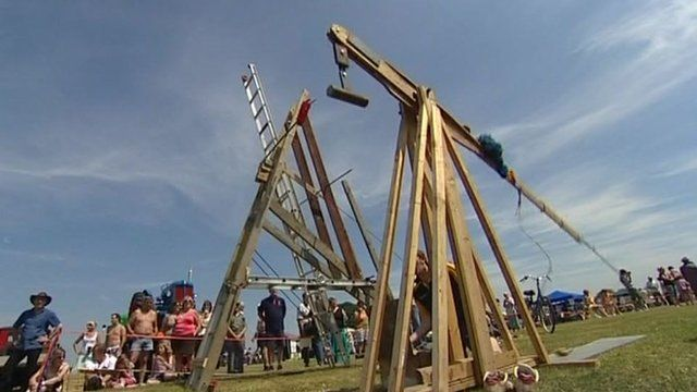 An egg-throwing contraption