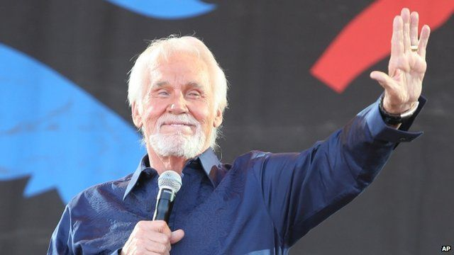Kenny Rogers on stage at Glastonbury