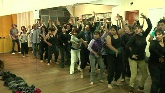 Female inmates taking the flamenco class