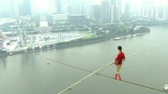 Adili Wuxor on tightrope